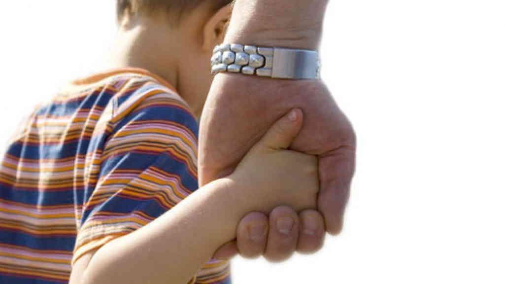 Различия опеки и усыновления