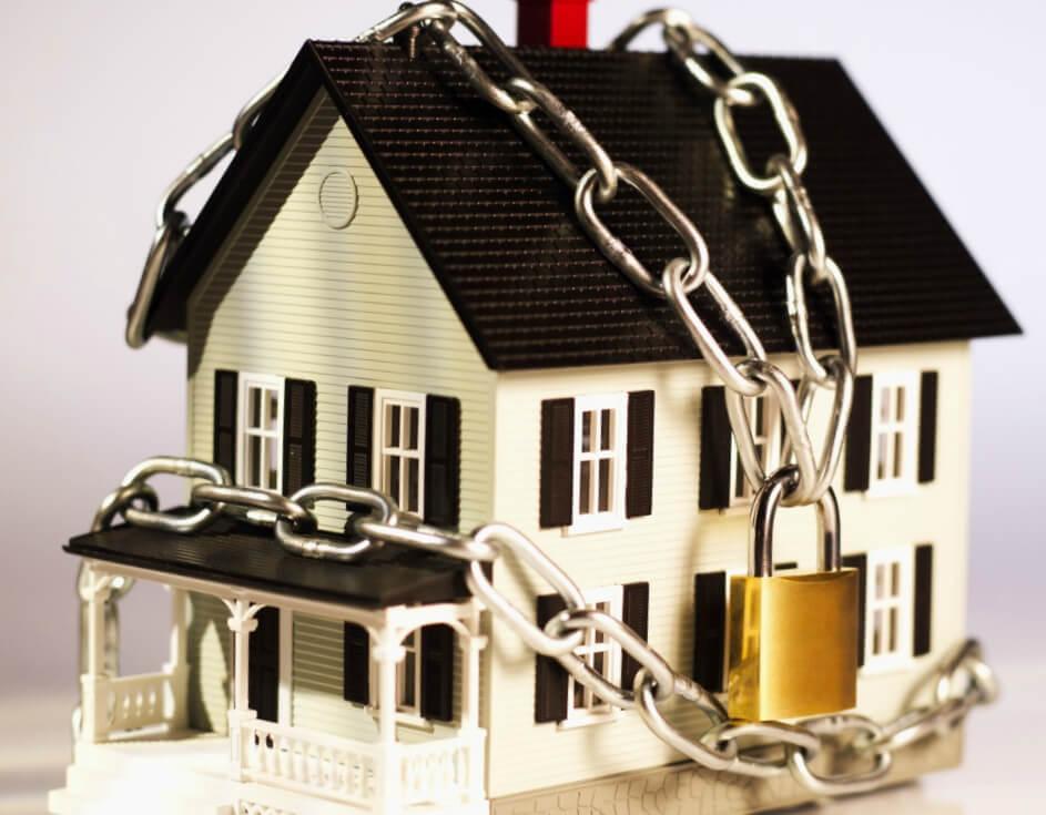 Позволяет ли закон выселить человека из квартиры?