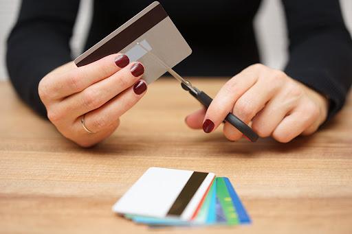 Кому спишут долг по кредиту по истечении 3 лет, а кому – точно нет